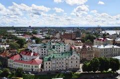 Panorama van Vyborg en promenade van de vooruitzichttoren in het Vyborg-kasteel stock fotografie