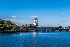 Panorama van Vyborg-kasteel van de dijk van de rivier Vuoksi Stock Foto