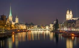 Panorama van Zürich bij nacht Royalty-vrije Stock Fotografie