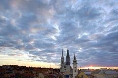 Panorama van Zagreb met de Kathedraal Royalty-vrije Stock Afbeeldingen