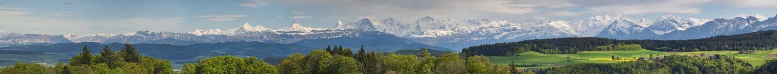 Panorama van Zwitserse alpen royalty-vrije stock afbeelding