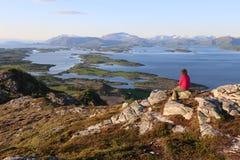 Panorama vanaf bovenkant van berg Torghatten dichtbij Bronnoysund Noorwegen Royalty-vrije Stock Afbeeldingen