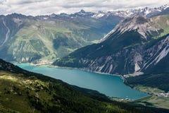 Panorama vanaf bovenkant van de berg op meer Haidersee Stock Afbeeldingen