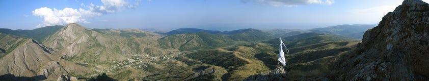 Panorama vanaf de bovenkant van de berg stock foto's