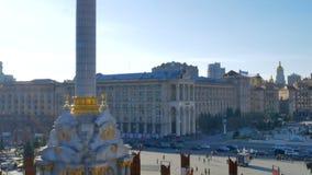 Panorama vertical del cuadrado central principal del capital Kiev en Ucrania - cuadrado Maidan Nezalezhnosti de la independencia