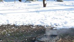 Panorama vertical do aquecimento principal no inverno vídeos de arquivo