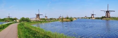 Panorama verticale dei canali e dei laminatoi di acqua Fotografie Stock