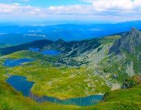 Panorama- vew av sjöar i berget Arkivfoton