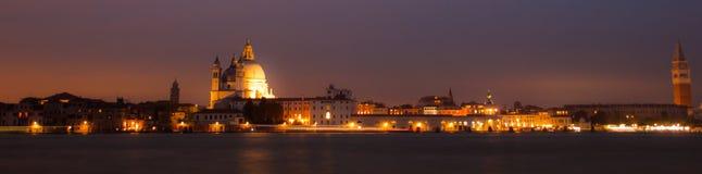 Panorama vid natt av Venedig, italiensk stad Arkivfoto