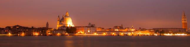 Panorama vid natt av Venedig, italiensk stad Royaltyfria Foton