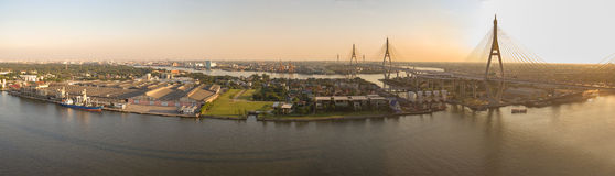 Panorama view of bhumibol bridge crossing chaopraya river  impor Stock Photos