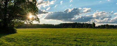 Free Panorama View Of Evening Sun In Fields And Forests Of Southern Germany Stock Photo - 190775670