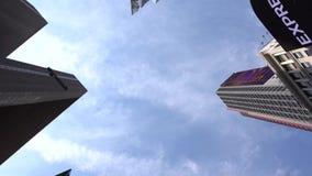 Panorama Vista acima em arranha-céus Movimento muito liso vídeos de arquivo