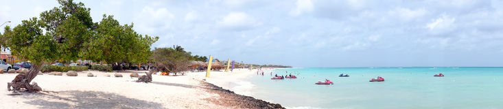 Panorama vom Adlerstrand auf Aruba-Insel Stockfotografie