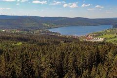 Panorama vom Lipno-Reservoir des die Moldau-Flusses lizenzfreie stockfotografie