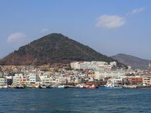 Panorama vom Meer zu Yeosu-Stadt Lizenzfreies Stockbild