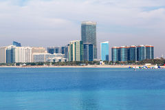 Panorama von Abu Dhabi, die Hauptstadt von UAE Lizenzfreie Stockfotografie