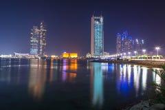 Panorama von Abu Dhabi nachts, UAE Stockbilder