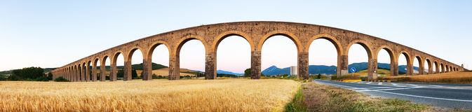 Panorama von Acueducto de Noain Lizenzfreie Stockbilder