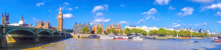 Panorama von Big Ben mit Brücke in London, England, Großbritannien Lizenzfreie Stockbilder