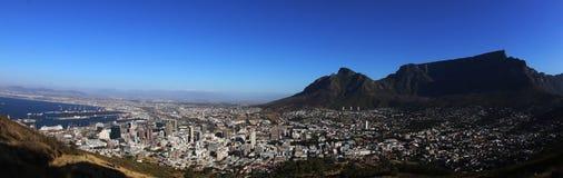 Panorama von Cape Town mit Tabellen-Berg stockfotografie