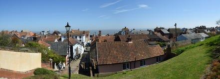 Panorama von den Aldeburgh-Suffolkdachspitzen, die in Richtung des Meeres blicken Lizenzfreie Stockfotos