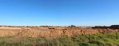 Panorama von den Mineral- Sanden des offenen Schnittes, die bei Dardanup West-Australien gewinnen. Stockfotos