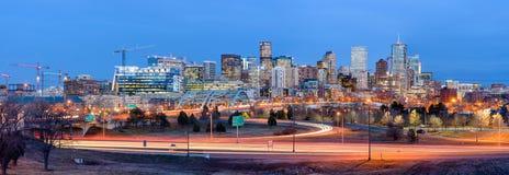 Panorama von Denver Skyline an der Dämmerung Lizenzfreies Stockbild