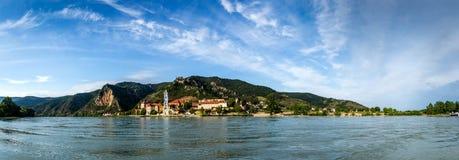 Panorama von der Donau mit Stadt Durnstein Österreich Lizenzfreies Stockbild