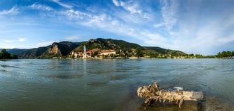 Panorama von der Donau mit Stadt Durnstein Österreich Lizenzfreie Stockfotos