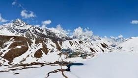 Panorama von der Spitze des Berges Gokyo Ri, Nepal Schön Lizenzfreie Stockfotografie