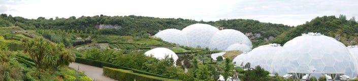 Panorama von Eden Project-Biomes in Cornwall Lizenzfreie Stockfotos