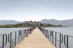 Panorama von einem Gebirgssee Stockbilder