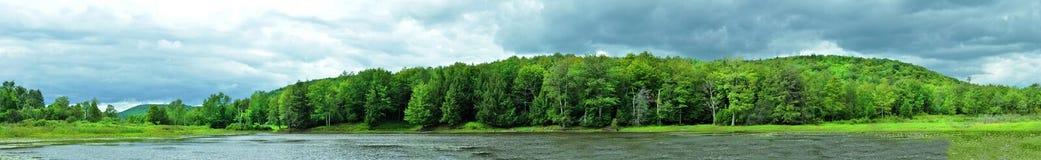 Panorama von einem See Lizenzfreies Stockbild