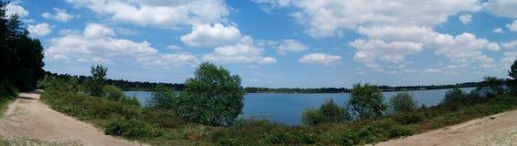 Panorama von einem See Stockfotos