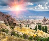 Panorama von einzigartigen geologischen Bildungen in Cappadocia stockbild