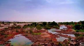 Panorama von felsigem Teich auf Adrar-Hochebene, Mauretanien Lizenzfreie Stockbilder