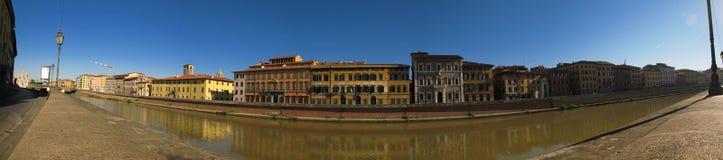 Panorama von Fluss Arno in Pisa Stockfotografie