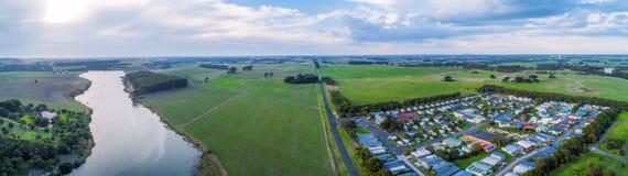 Panorama von Fluss, von Ferienpark und von Wiesen Hopkins lizenzfreies stockfoto