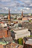 Panorama von Hamburg vom Höhepunkt an einem sonnigen Tag Stockfotos