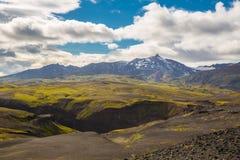 Panorama von isländischen Bergen Lizenzfreies Stockbild
