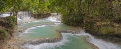 Panorama von Kuang Si-Wasserfall Lizenzfreie Stockfotografie
