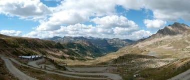 Panorama von Ligurier Alpenbergen Stockbild