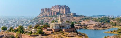 Panorama von Mehrangarh-Fort mit Jaswant Thada Stockfotografie