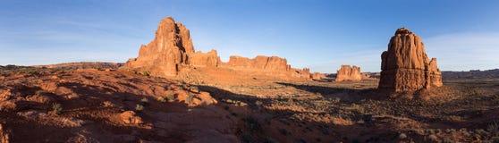 Panorama von Monolithen im Bogen-Nationalpark Utah lizenzfreies stockfoto