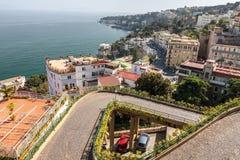 Panorama von Neapel von einem Höhepunkt an einem sonnigen Tag Stockfotos