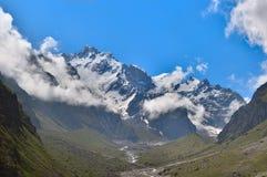 Panorama von Nordgebirgsmassiv an der kaukasischen Montierung lizenzfreie stockfotos
