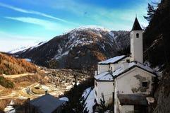 Panorama von Notre- Damekirche in Courmayeur, Italien Lizenzfreies Stockfoto