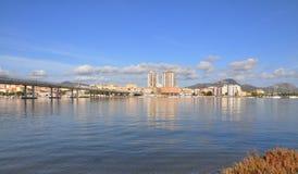 Panorama von Olbia-Stadt in Sardinien, vom Meer Stockfotos
