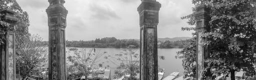 Panorama von Parfüm-Fluss von Hügel ha Khe in Hue Vietnam lizenzfreies stockbild